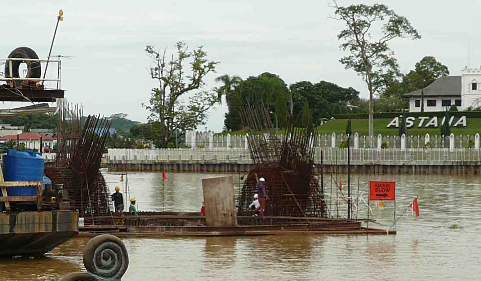 The construction of the 'Golden Bridge' has started (SHS photo-16 Nov. 2015)