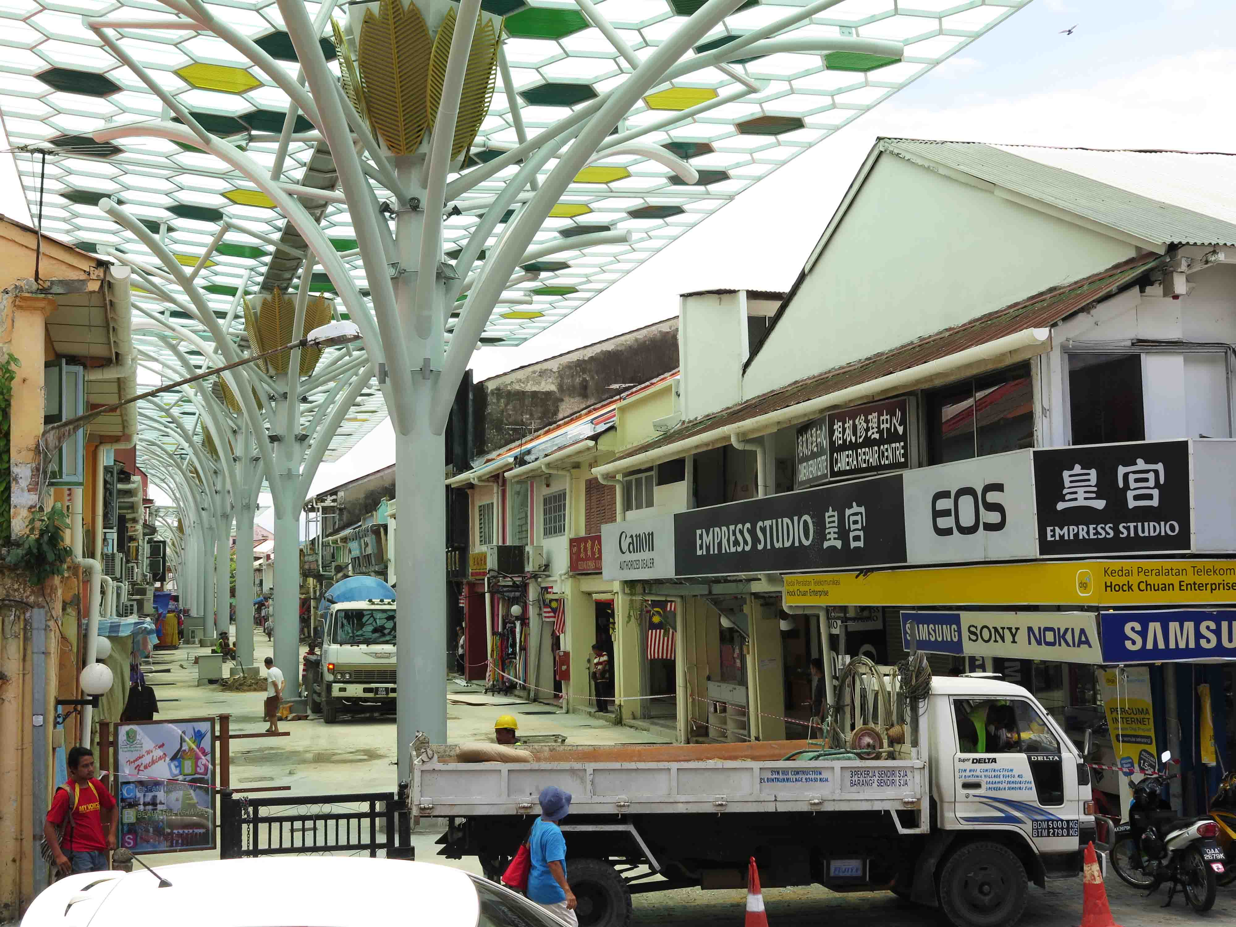 07/04/2016. Still under works: India Street large steel and glass arcade (Kuching) (SHS member photo)